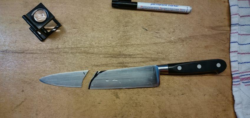 Het beschadigde mes afgezaagd bij de scheur